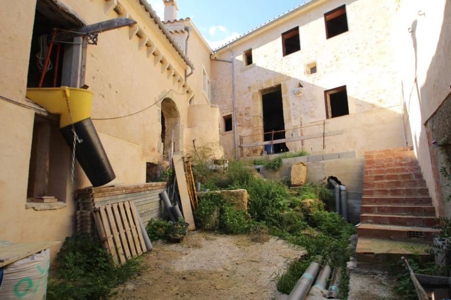 Proyecto de hotel en el pueblo de santa eugenia inmueble for Oficina de empleo santa eugenia