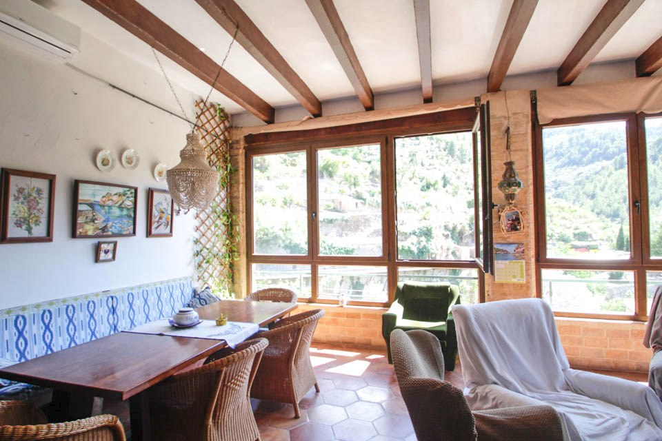 haus mit steinfassade und eine herrliche aussicht in deia inmueble morcas mallorca inmobiliaria. Black Bedroom Furniture Sets. Home Design Ideas