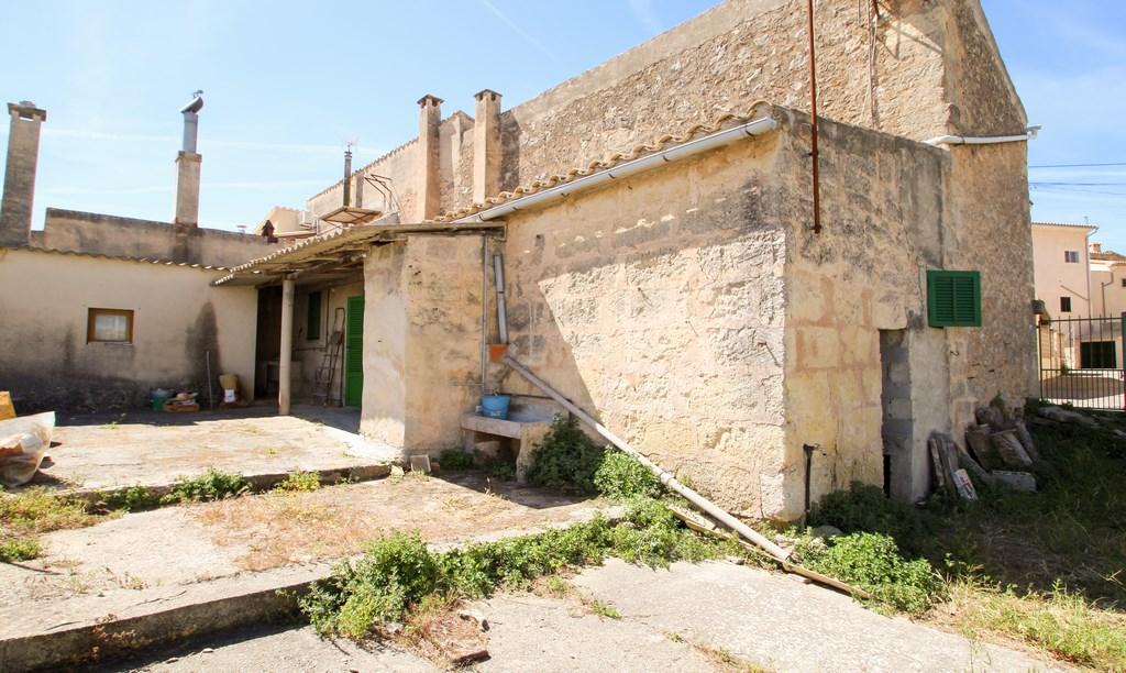Casa de pueblo con jard n en el centro del pueblo en santa for El jardin de eugenia