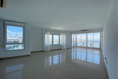 Apartamento con magnifica vistas, dormitorio y ascensor, Paseo Maritimo.