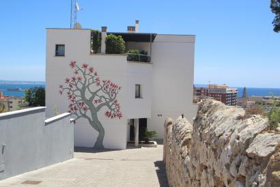 Apartamento duplex en planta baja con jardín, terrazas y vista al mar en Porto Pi.