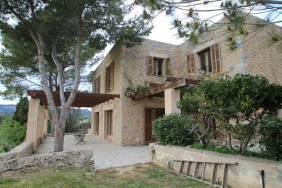 Semi-furnished 3 bedroom country house with terraces and pool, Calvia.