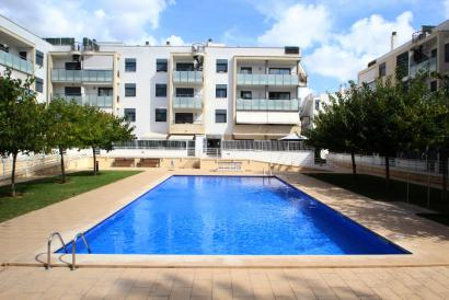Furnished apartment with pool and parking next to Cllinica Miramar