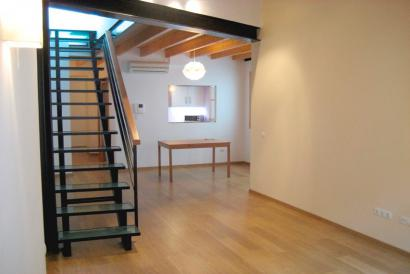 Unfurnished 3 bedroom apartment with two parking spaces in Montesion area, Palma