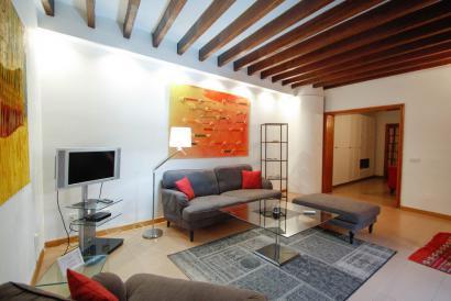 Amplio apartamento amueblado con ascensor en edificio representativo, zona Borne