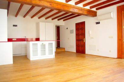 Unfurnished apartment with lift next to Plaza Santa Eulalia