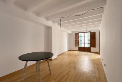 Unfurnished flat with balcony and two bedrooms calle Sindicato, Palma.