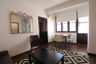 Two-bedroom furnished flat with terrace, Paseo del Borne Palma.