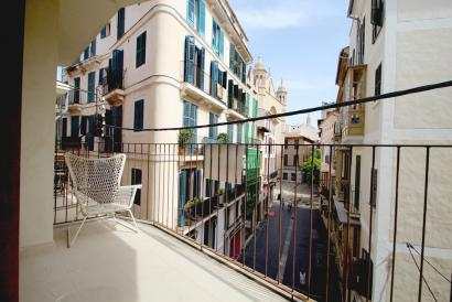 Furnished flat with terrace and lift, in Passeig des Born area, Palma