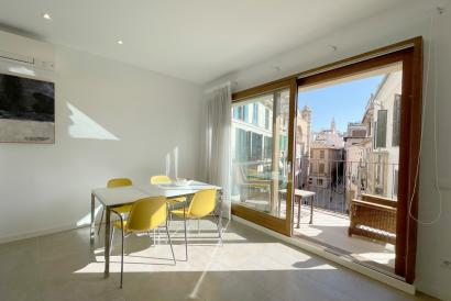 Old Town furnished apartment, two bedrooms, terrace, Borne area, Palma