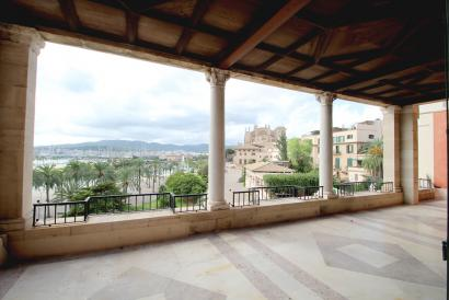 Very special apartment with views of the Bay and the Cathedral in old Town, Palma