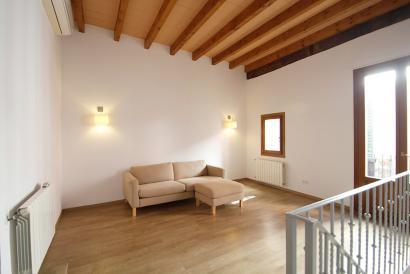 Reservado. Agradable duplex sin muebles 2 dormitorios con terraza en La Lonja.