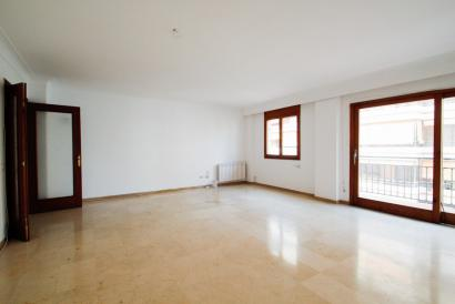Spacious unfurnished apartment close to Jaime III in Palma