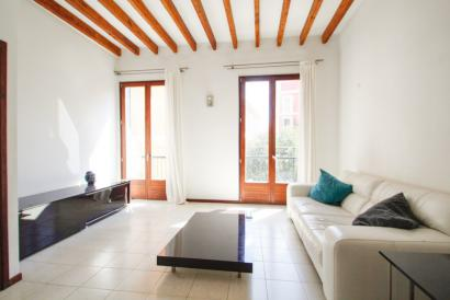Palma Old Town attractive furnished  2 bedroom apartment with balconies