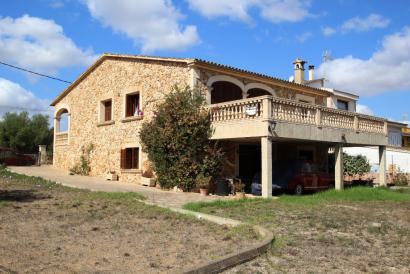 Casa con jardín en el pueblo de Pina