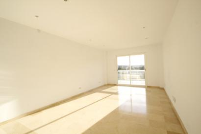 Apartamento sin muebles de 3 dormitorios, parking y trastero en Son Dameto, Palma