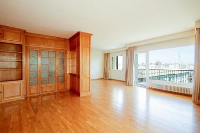 Spacious and bright apartment in the center of the Old Town