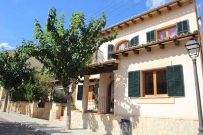 Bonita casa de pueblo con piscina en Santa Eugenia