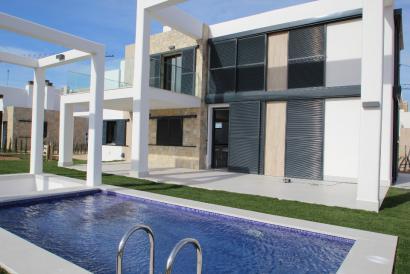 Brandneue Villa mit moderner Architektur und Pool