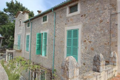 Manor house to renovate in Deia with sea view