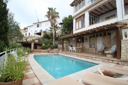 Espectacular apartamento, vista al mar, piscina en Genova