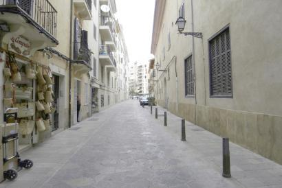 Shop  to rent next to Jaimme III in Palma