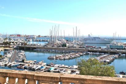 Unfurnished apartment with terrace in Paseo Maritimo