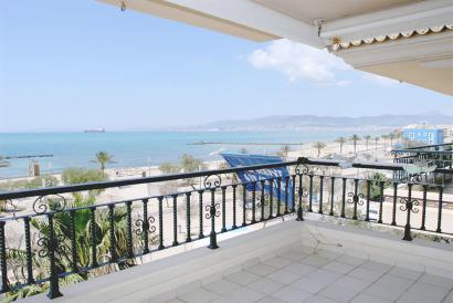 Unfurnished apartment with terrace and sea views in El Molinar