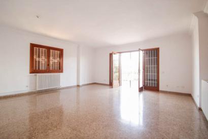 Ático sin muebles con terraza y parking en el centro de Palma