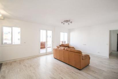 Can Pastilla. Spacious unfurnished apartment with terrace.
