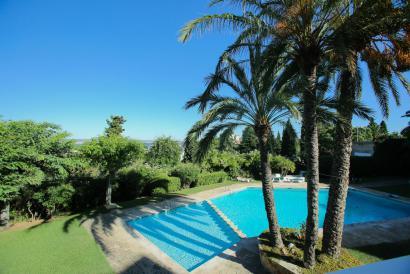 Large apartment with pool and terrace in La Bonanova