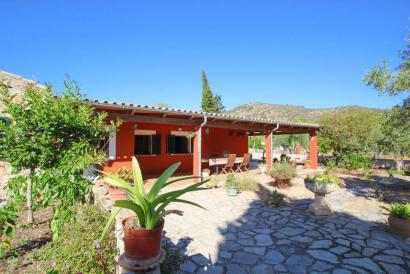 Country house in Alaro with pool and great mountain views