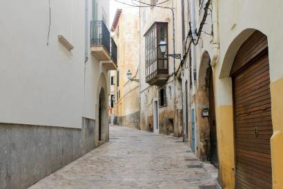 Apartment with patio to renovate in the Old Town of Palma