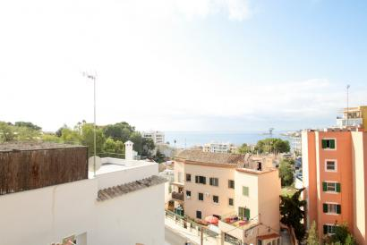 Apartment with sea views in Cala mayor