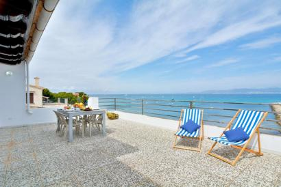 Furnished penthouse with amazing sea views and terraces in Son Veri, Palma