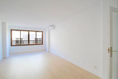 Spacious unfurnished apartment with lift, Olmos street