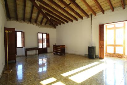 Lighty unfurnished apartment  next to Plaza Mayor Palma