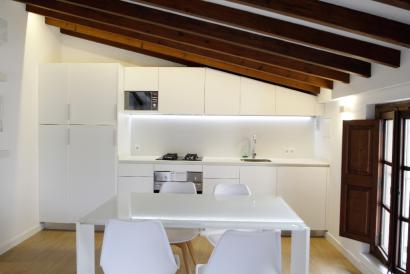 Furnished apartment with sea views in the Cathedral area, Palma