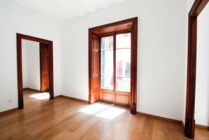 Apartamento sin amueblar, ascensor, balcones en zona Plaza Cort