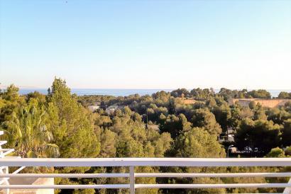 Ático con terraza y vistas al mar en La Bonanova