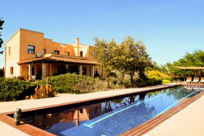 Attractive finca with pool and countryside views in Es Trenc