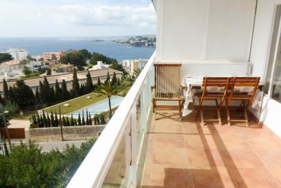 Apartamento con terraza y vistas al mar en Marivent