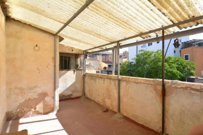 Apartment with terrace to renovate in Old Town  Palma