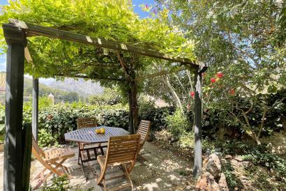 """""""reservada"""" Planta baja de la casa de pueblo de 2 dormitorios, amueblada, con jardín y vistas al pueblo, Bunyola"""