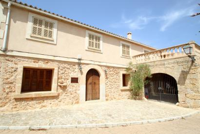 Furnished house with fireplace, heating, terraces, Ses Olleries, Santa Eugenia