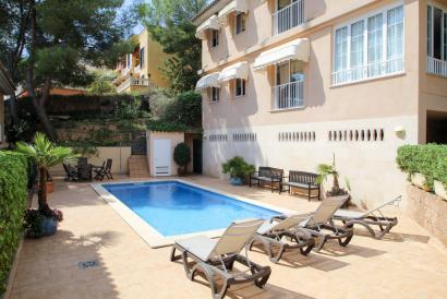 Fantástico apartamento con terraza-jardín, piscina en Cas Catala.