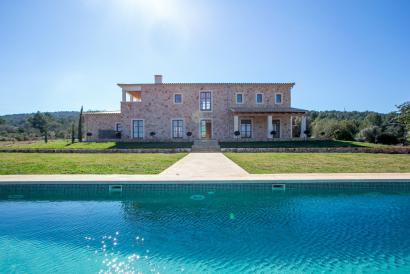 SOLD Stunning finca-property in vineyard area with magnificent views, Santa María