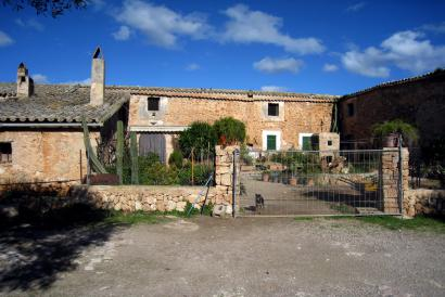 Rustic country property of 1250,000 m² with buildings in the vicinity of Palma city.