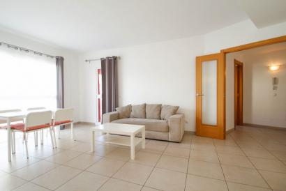 Ciudad Jardín furnished apartment with terrace, lift and parking near the beach.