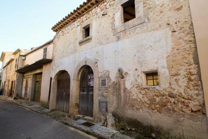 Casa de pueblo con patio-terraza para reformar en Costitx